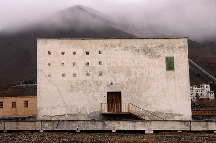 Pyramiden - nedlagt russisk gruvelandsby. Folk reiste derfra i 1998.